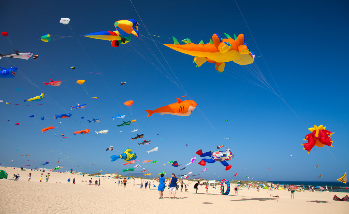 28th International Kite Festival, Dunes of Corralejo - fly to Fuerteventura