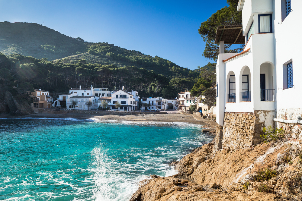Get to the beaches of Costa Brava with Glasgow Prestwick Airport